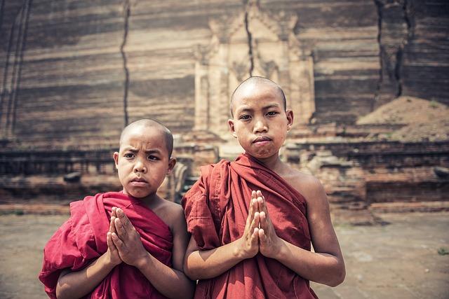 Buddistissche Mönche / Bild: Isasint auf Pixabay